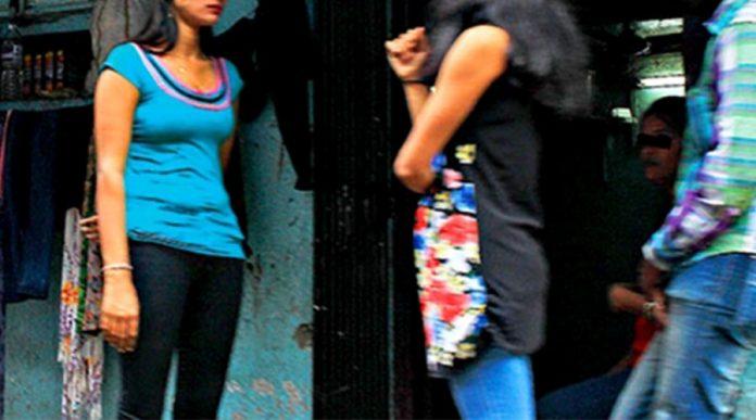 ஊரடங்கில் பாலியல் தொழில் செய்த 4 பெண்கள் உட்பட ஐவர் கைது!