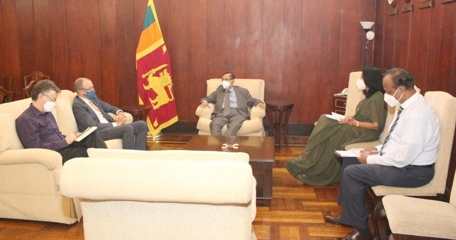 Foreign Minister Prof. G. L. Peiris meets with Canadian High Commissioner David McKinnonForeign
